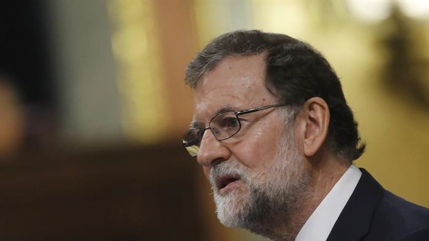 "Rajoy reprocha a Podemos que pinte una España negra para una moción ""chusca"""