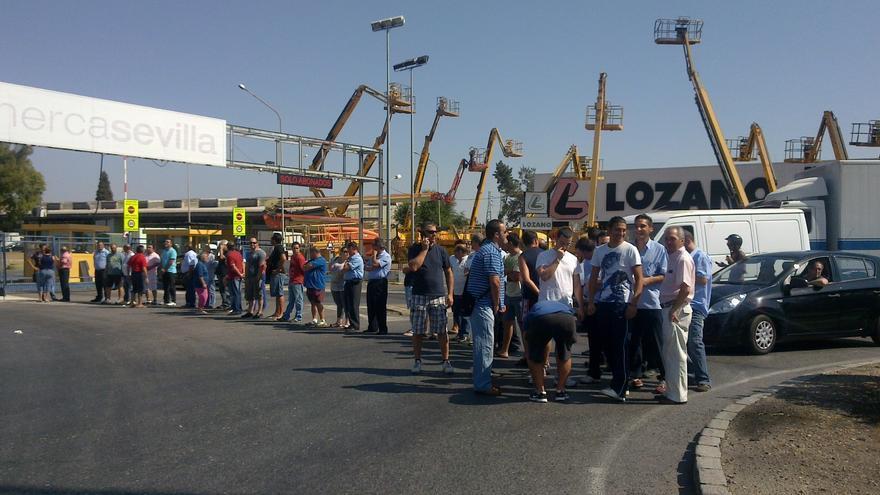 La asamblea de trabajadores de Mercasevilla acuerda ir a la huelga