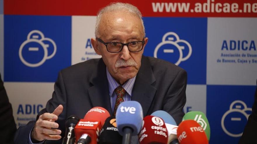 """Adicae acusa al Gobierno de """"dar largas"""" a una solución sobre las cláusulas suelo"""