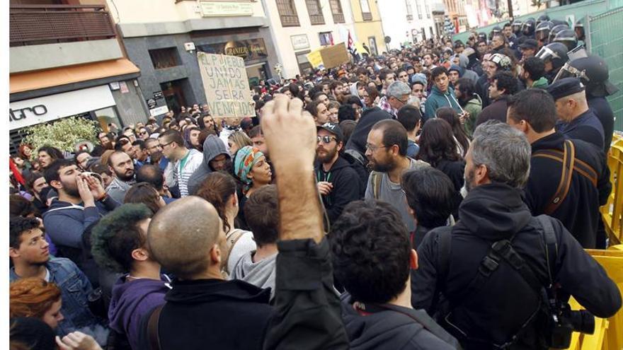Unas 3.000 personas participan en La Laguna en una manifestación contra la política educativa y los recortes en educación.