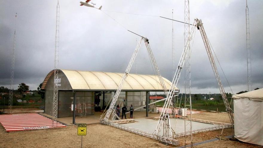 Imagen del lanzamiento de los drones que enviarán suministros médicos a zonas remotas.
