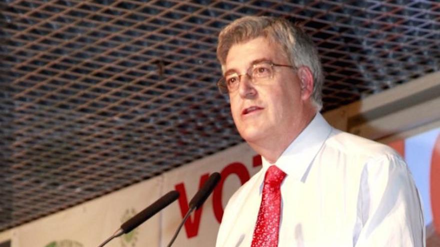 Luis Serna.