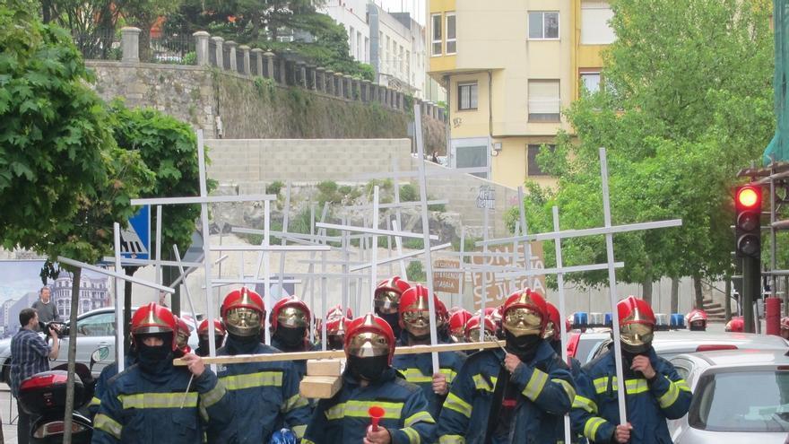 UGT denuncia al SEMCA por no disponer de trajes de protección desinfectados para sus bomberos de guardia