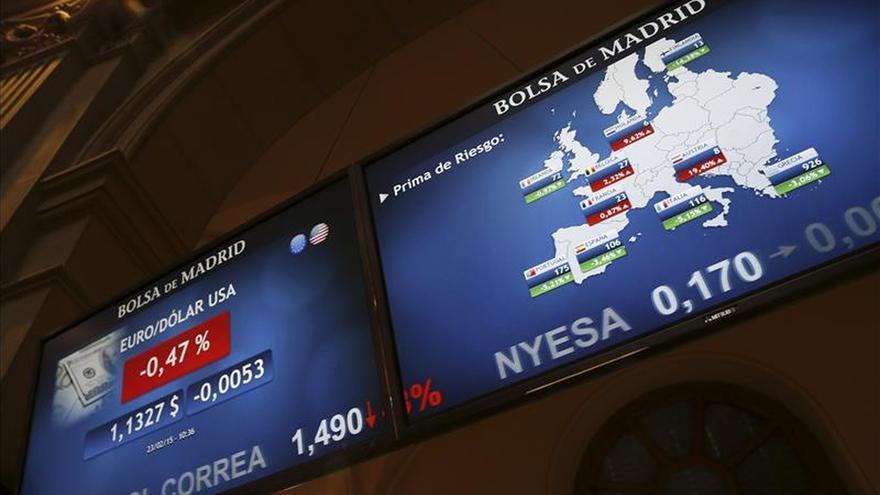 La prima de riesgo abre por debajo de los 100 puntos y el bono sigue en mínimos
