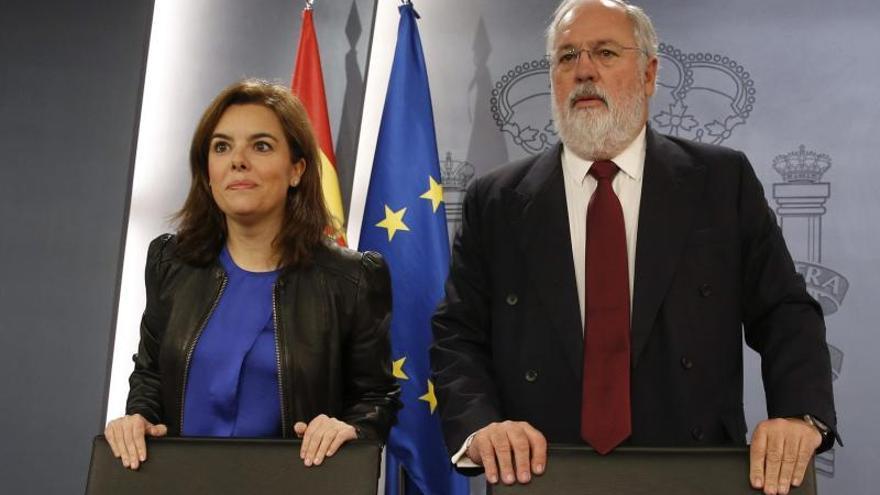 Cañete dice que no ha hablado con Rajoy ni Cospedal sobre elecciones europeas