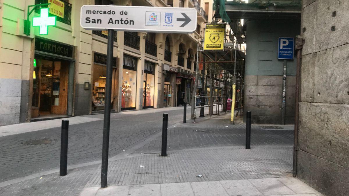 Señal del Mercado de San Antón en C/ Infantas esquina C/ Libertad | SOMOS CHUECA