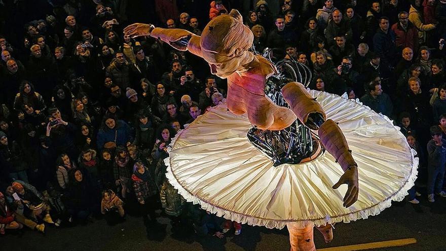 Antigua i Barbuda presenta 'La bailarina'.