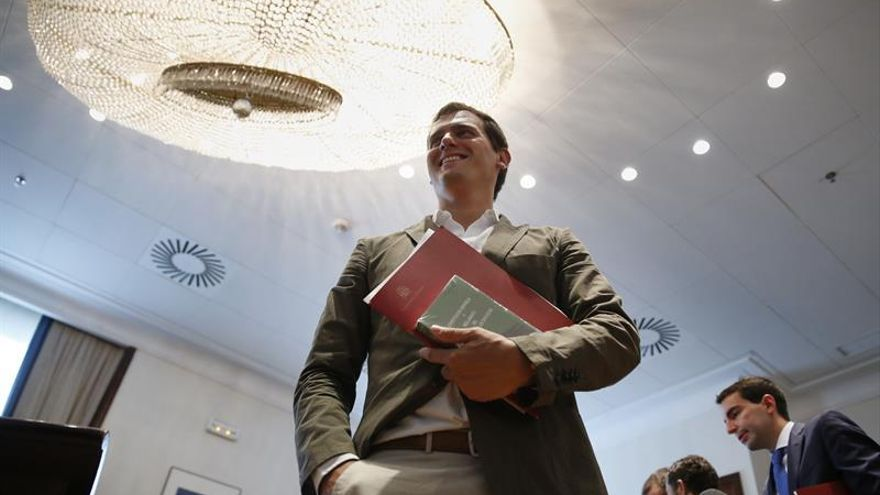 """Rivera afirma que C's no será un """"obstáculo"""" para la investidura de Rajoy"""