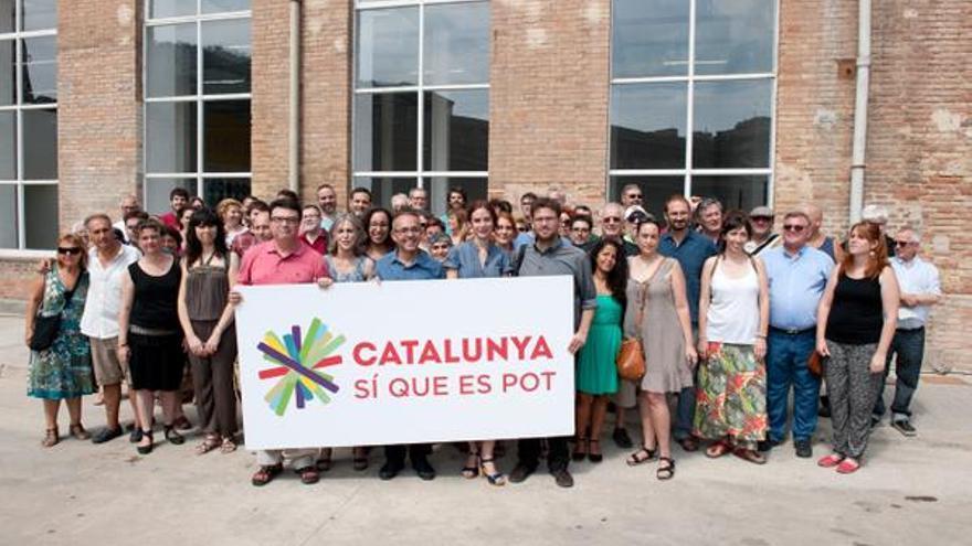 Joan Josep Nuet (EUiA), Dolors Camats i Joan Coscubiela (ICV), Gemma Ubasart i Albano Dante Fachin (Podem) rere la pancarta de 'Catalunya sí que es pot'