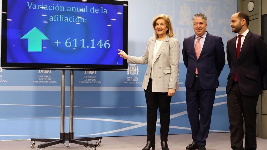 La ministra de Empleo y Seguridad Social, Fátima Báñez, y los secretarios de Empleo y Seguridad Social, Juan Pablo Riesgo y Tomás Burgos.