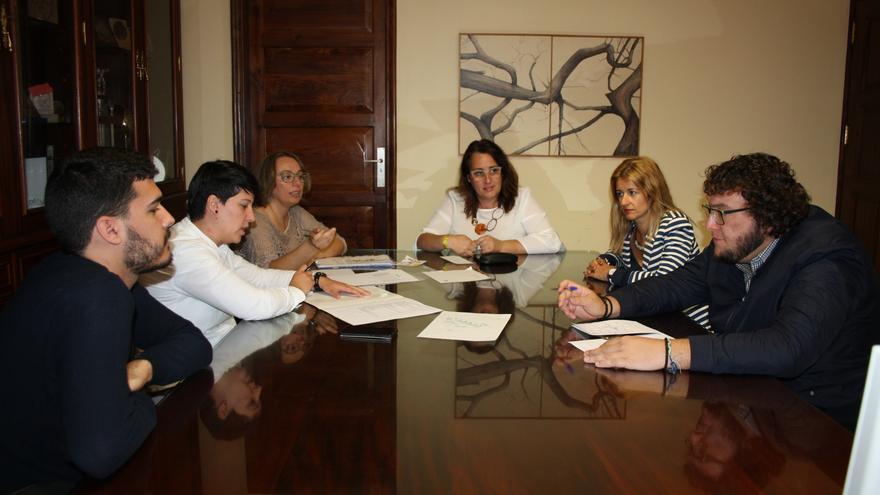 En la imagen, reunión para organizar el II Encuentro Enogastronómico.