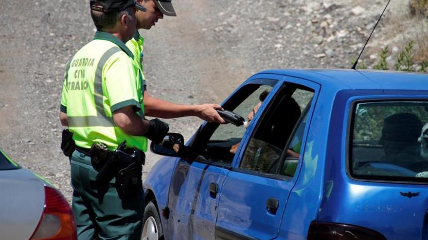 Detectados cada día más de 300 conductores tras consumir alcohol o drogas