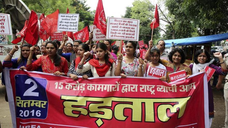 Millones de trabajadores en huelga por un salario mínimo más alto en la India