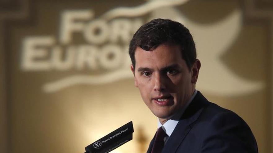Rivera acusa al PP de querer mayoría absoluta para hacer lo que le dé la gana