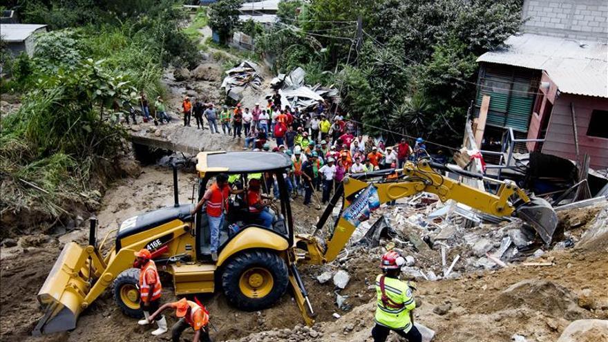 Sube a 34 la cifra de muertos y hay 350 desaparecidos por un alud en Guatemala