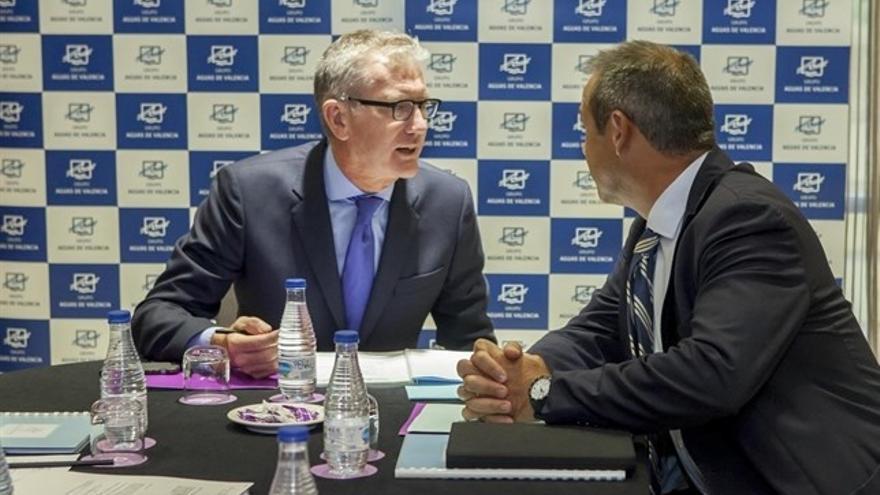 La familia Calabuig alcanza el 97% de Aguas de Valencia al comprar acciones a Suez y Criteria por 70 millones