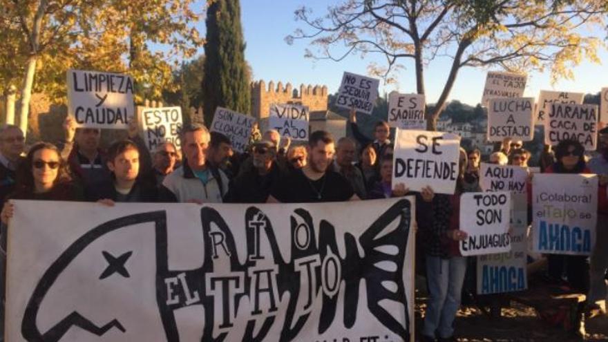 Concentración en Toledo en defensa del río Tajo / Plataforma por el Tajo