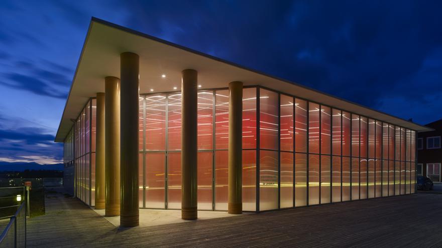 El auditorio de L'Aquila, hecho con tubos de cartón | shigerubanarchitects.com
