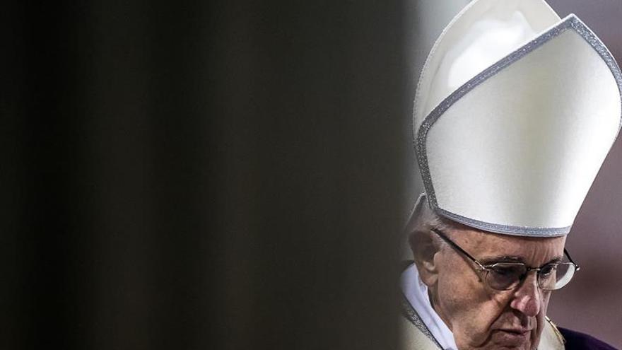 """El papa advierte de la obsesión de los jóvenes por recibir muchos """"me gusta"""""""