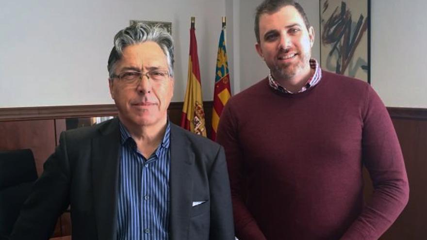 El comisionado para el Hospital de La Ribera, José Sanfeliu, junto al alcalde de Cullera, Jordi Mayor
