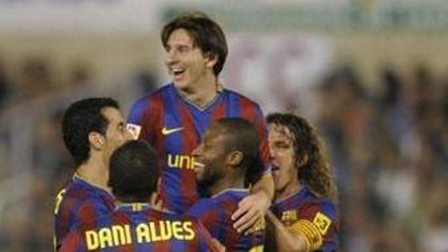 Messi celebra el gol junto a sus compañeros.