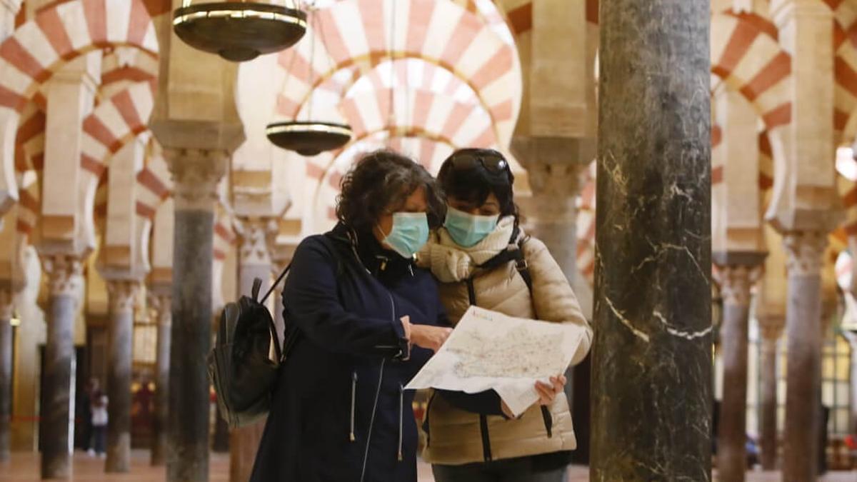 Turistas en el interior de la Mezquita