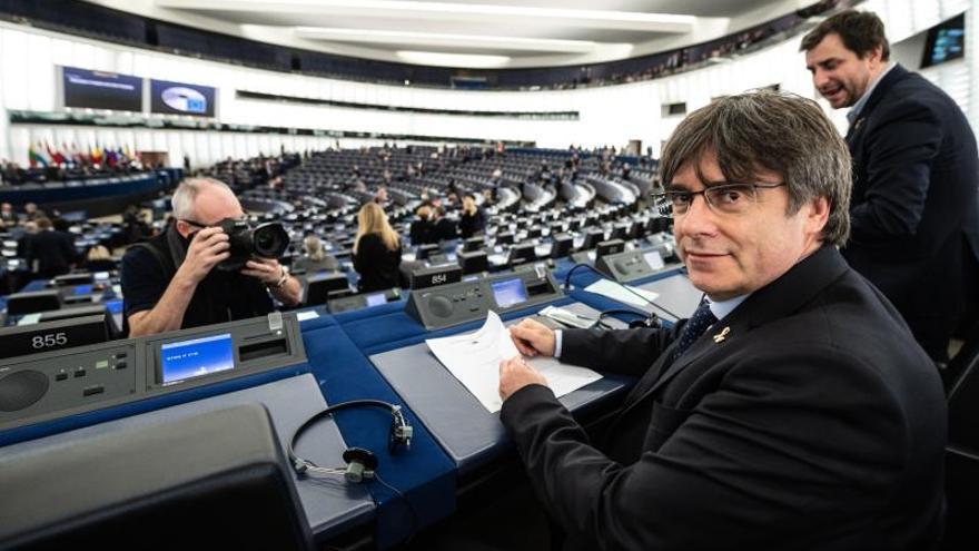 Los eurodiputados Carles Puigdemont y Toni Comín, en su primera sesión plenaria en el Parlamento de Estrasburgo el pasado 13 de enero.