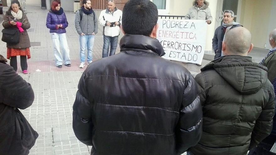 Campamento Dignidad protesta por la muerte de un bebé en la corrala de Cádiz