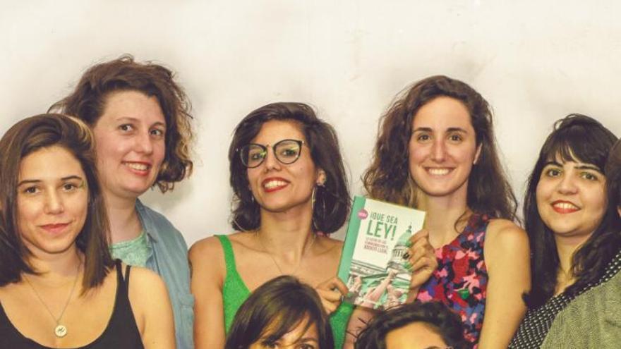"""Latfem: """"No es casual que los ojos internacionales se fijen en Argentina y su movimiento feminista"""""""