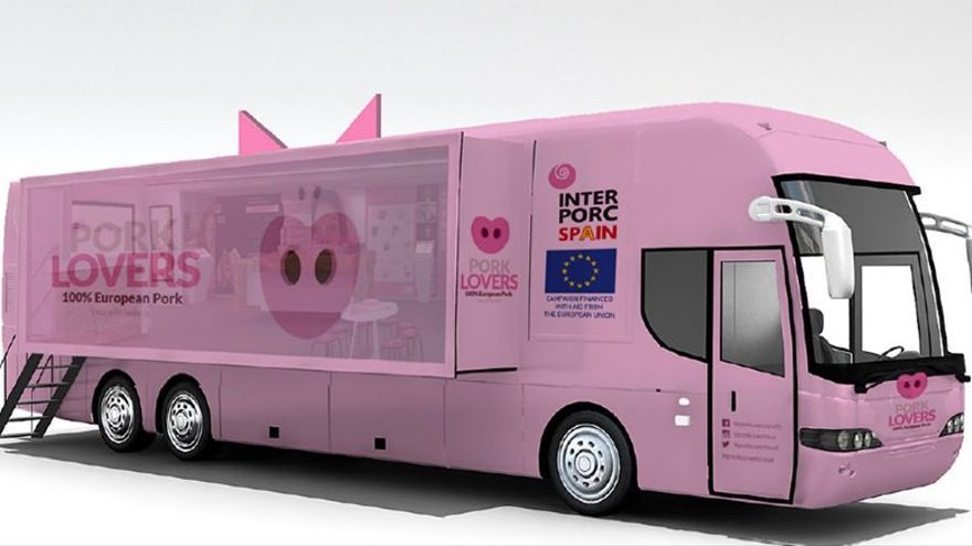 El autobús con el que Interporc, el lobby de la industria porcina española, está recorriendo Europa.