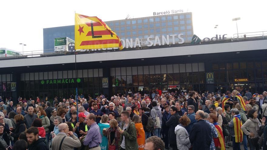 Más de 200 personas despiden a Nuet y Simó antes de viajar a Madrid para declarar