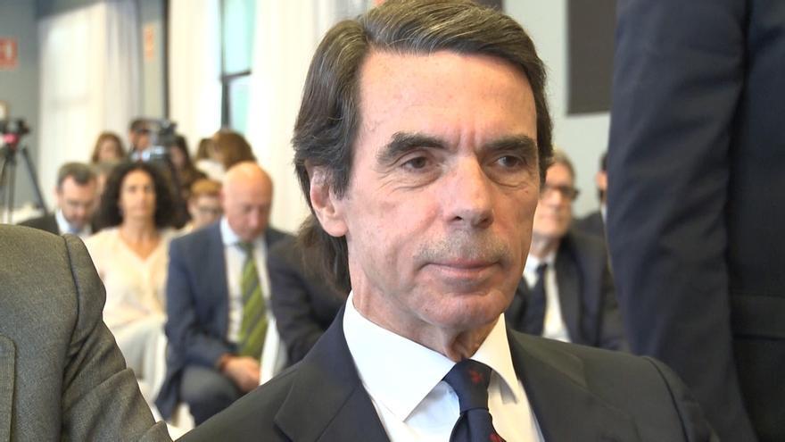Aznar se ofrece para ayudar a unir el centro derecha y, ante la corrupción, dice que responde de todos sus actos