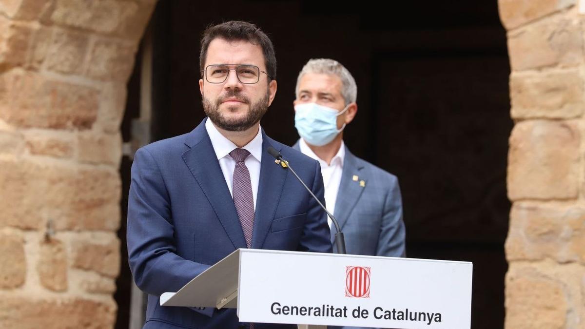 El presidente de la Generalitat, Pere Aragonès, y el conseller de Educación, Josep González-Cambray.