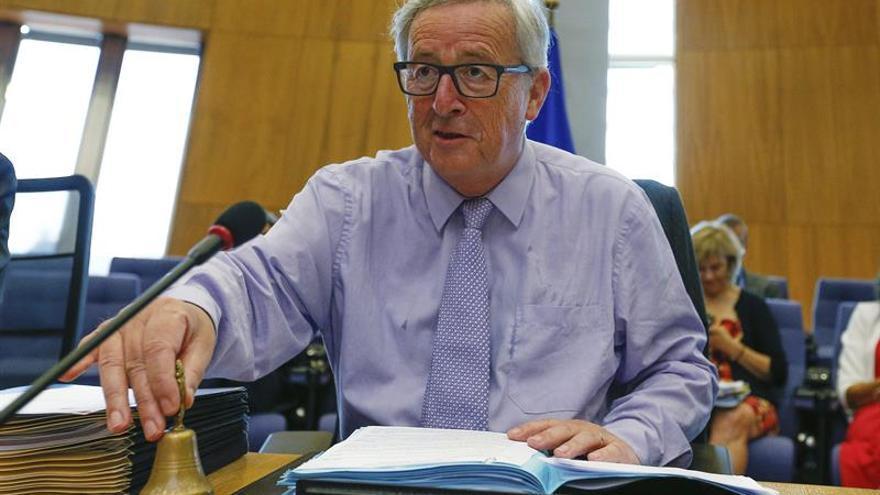 Juncker duda de fichaje de Barroso por Goldman Sachs por su papel en la crisis