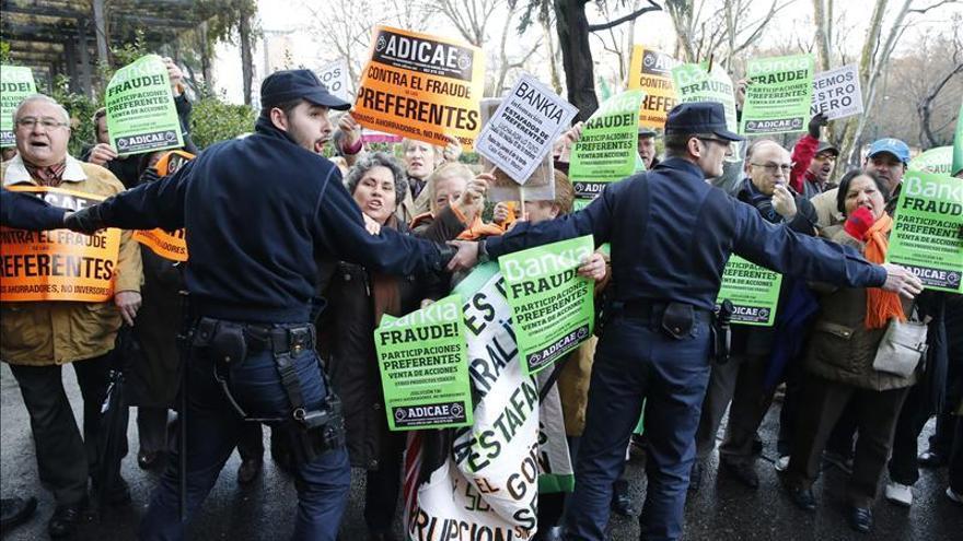 Afectados por preferentes de Bankia llevan sus quejas al Consejo de Consumidores