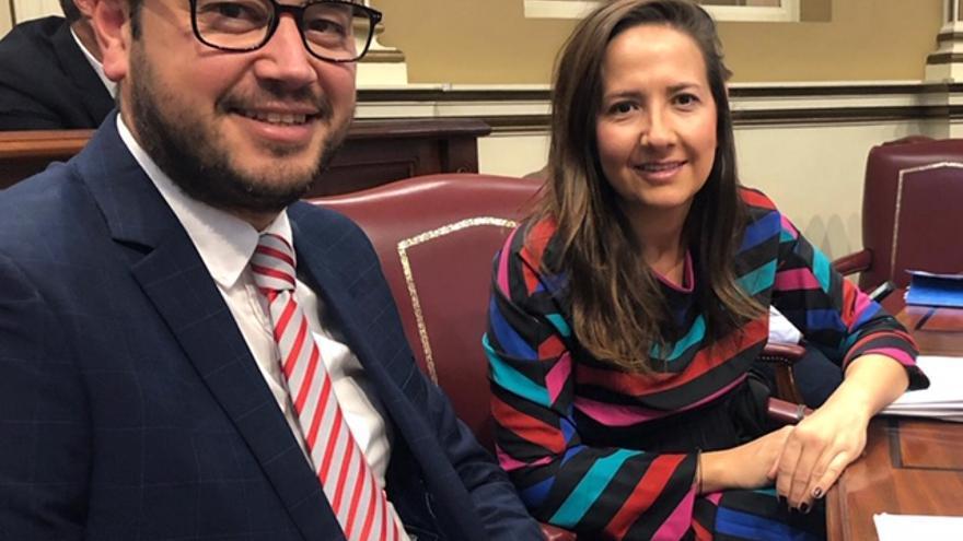 Jacob Qadri  y Lorena Hernández Labrador diputados del PP  por La Palma en el Parlamento de Canarias.