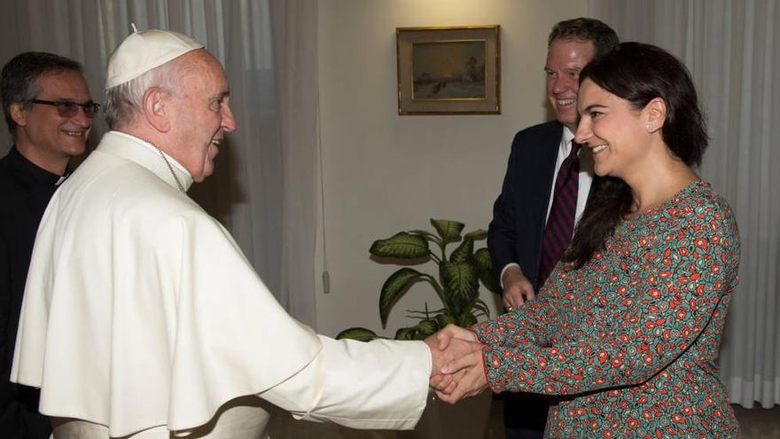 Paloma García Ovejero, junto al Papa Francisco