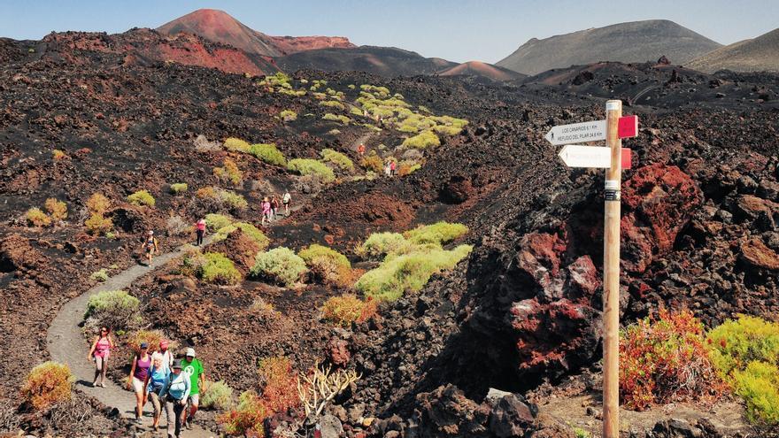 Senderismo en la Ruta de los Volcanes.
