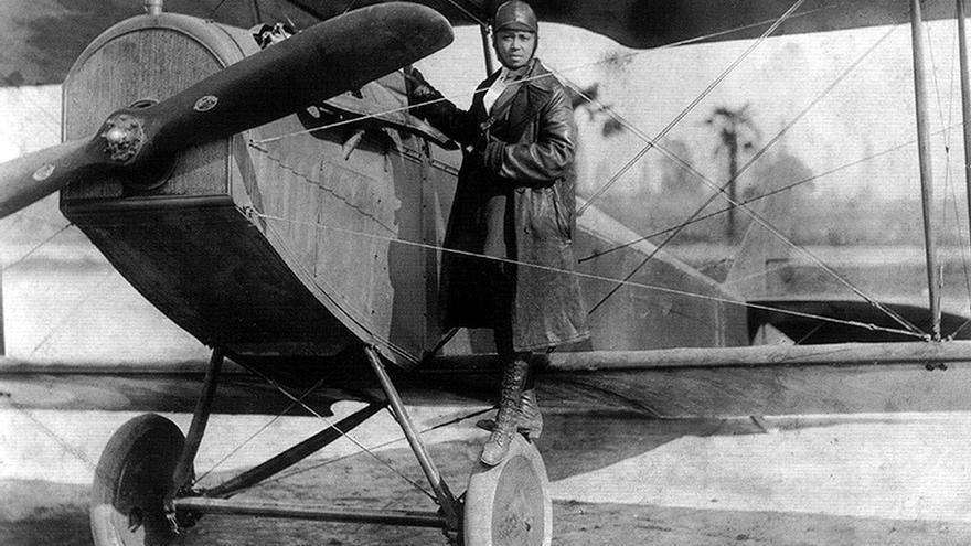 Bessie Coleman, primera mujer afroamericana en conseguir una licencia de aviación