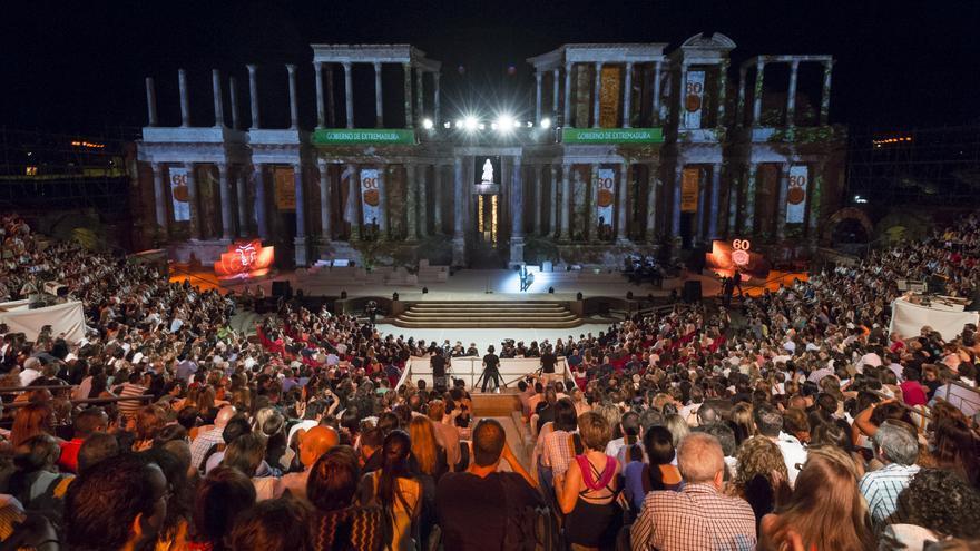 Boda Teatro Romano Merida : Día de extremadura con música medallas discursos y