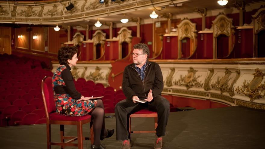 Carles Alberola entrevistado por Salut Alcover en el teatro Olympia de Valencia