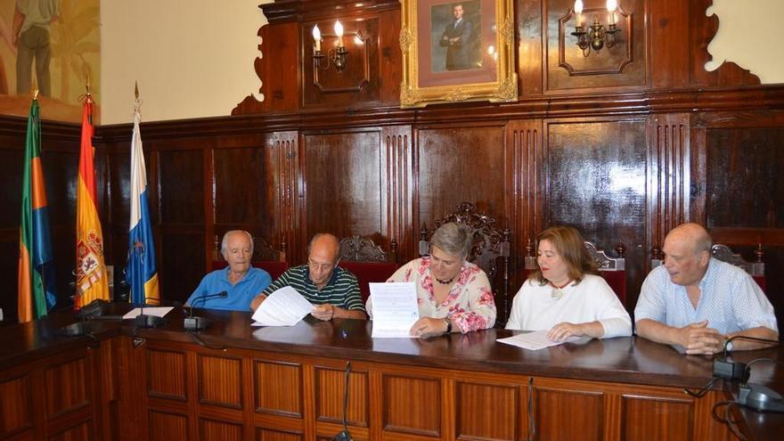 La firma del convenio tuvo lugar en el Salón de Plenos del Ayuntamiento de Los Llanos de Aridane.