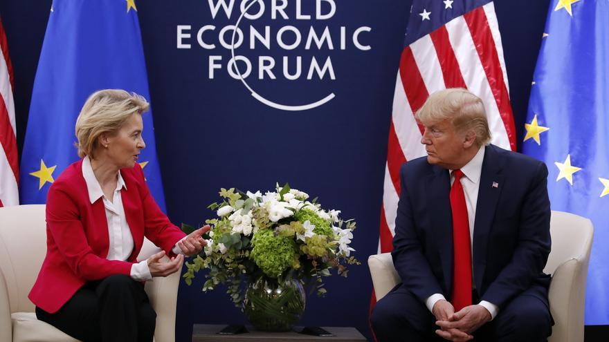 La presidenta de la Comisión Europea, Ursula von der Leyen, y el presidente de EEUU, Donald Trump, el 21 de enero de 2020, en Davos.