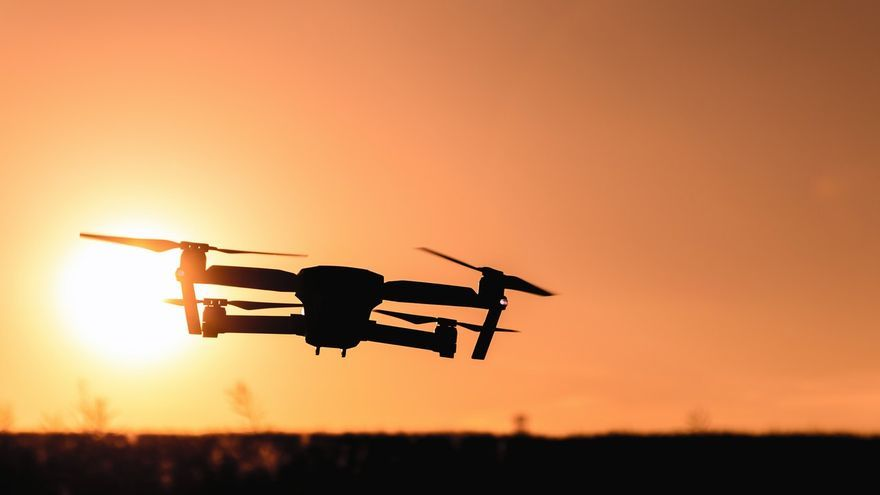 Las partes metálicas de un dron pueden dañar de gravedad los motores