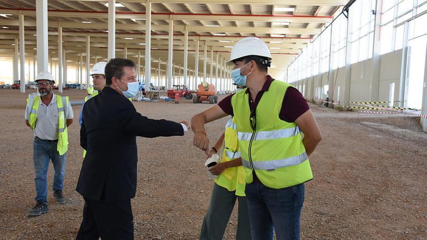 El presidente de Castilla-La Mancha, Emiliano García-Page, visita, en Illescas, las obras del proyecto logístico Mountpark Illescas