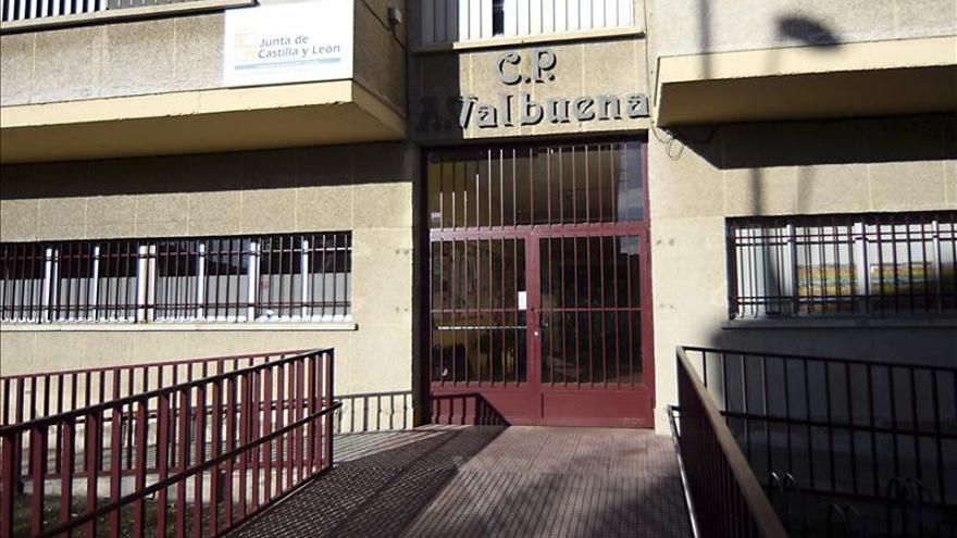 El colegio Antonio Valbuena, en León, uno de los centros educativos donde se han hallado larvas en la comida. / Efe