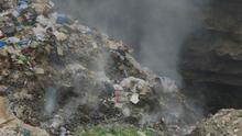 """Problemas respiratoriosy riesgo decáncer: la amenazade la quema """"masiva""""de basura en Líbano"""