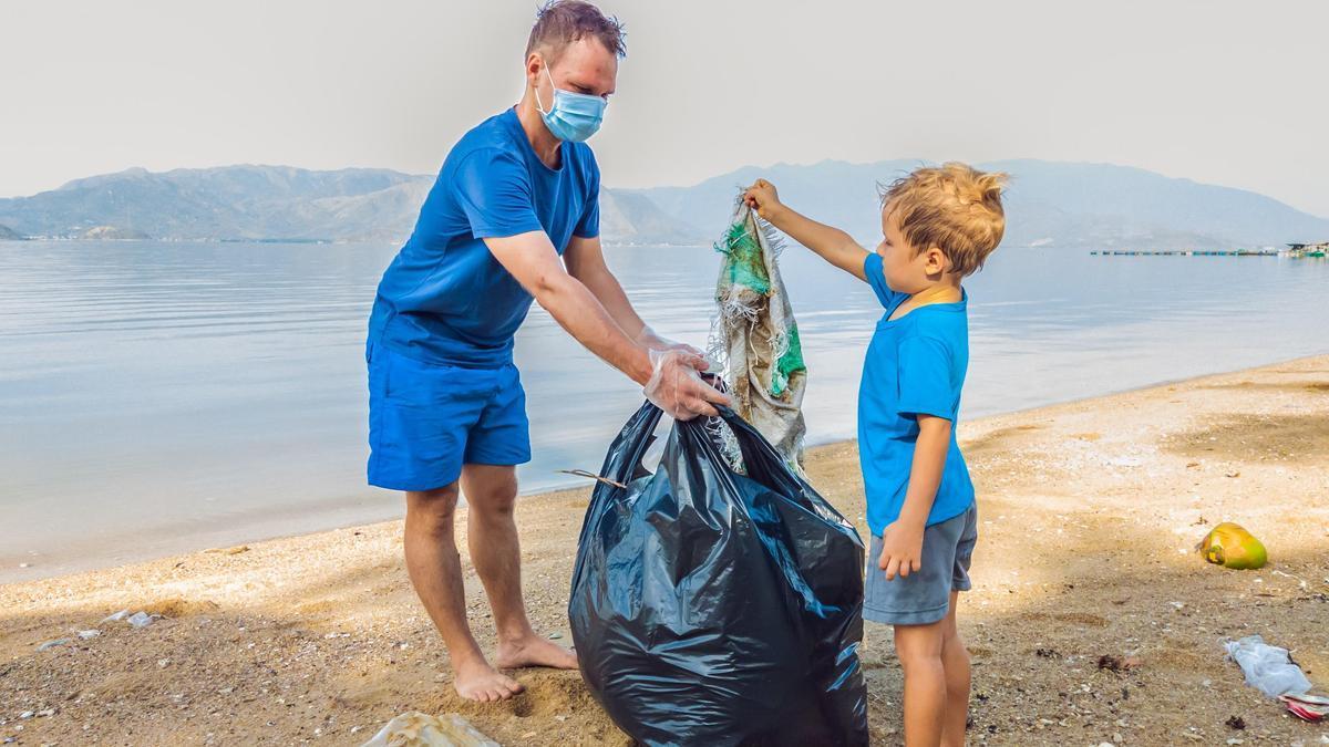 Campaña medioambiental para la limpieza de playas.