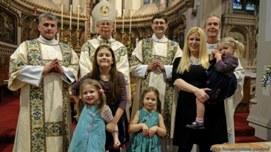 Sacerdotes con sus familias. Se calcula que en España hay unos 8.000
