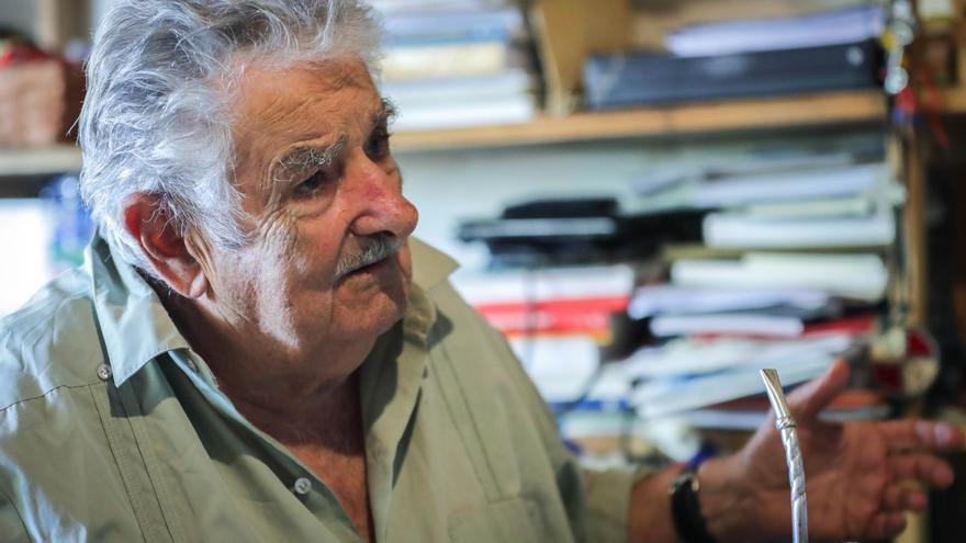 """Mujica evoluciona """"tranquilo y sin complicaciones"""" tras cirugía"""